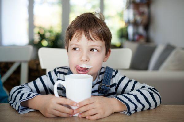 Γιατί πρέπει να πίνουν γάλα τα παιδιά