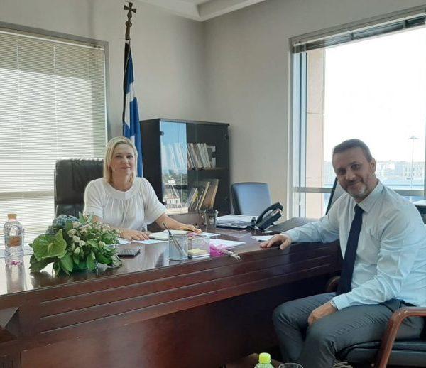 Συνάντηση του Δημάρχου Σαλαμίνας κ. Γιώργου Θ. Παναγόπουλου με την Αντιπεριφερειάρχη Νήσων κα. Βάσω Θεοδωρακοπούλου Μπόγρη