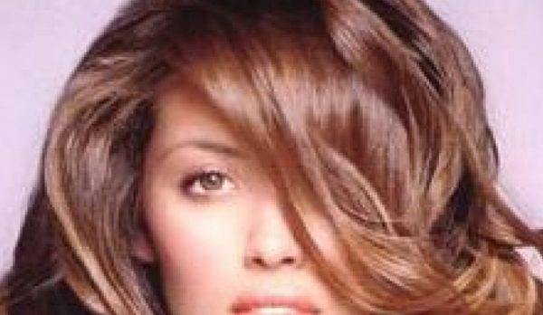 Ένας γρήγορος και αποτελεσματικός τρόπος να περιποιηθείτε τα ταλαιπωρημένα σας μαλλιά
