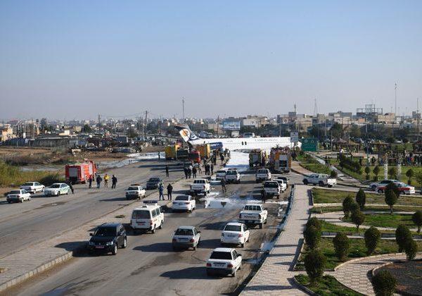 Ιρανικό αεροπλάνο κατέληξε σε αυτοκινητόδρομο επειδή ο πιλότος έκανε λάθος στην προσγείωση