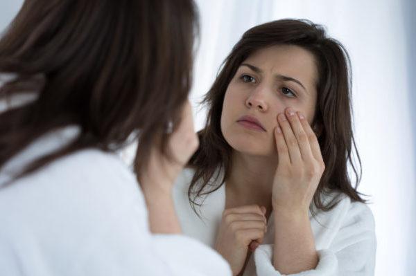 Ωχρότητα προσώπου: Γιατί χλωμιάζουμε όταν αρρωσταίνουμε