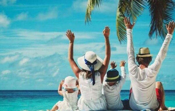 Υπουργείο Εργασίας και ΟΑΕΔ: Δωρεάν διακοπές για 533.000 δικαιούχους – Πότε ξεκινούν οι αιτήσεις