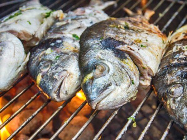 Πώς να ψήσετε τέλεια τα ψάρια και τα θαλασσινά