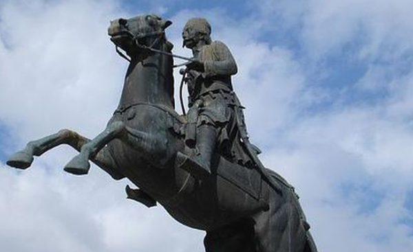 Γεώργιος Καραϊσκάκης: Ο ήρωας που αγαπήθηκε από την ελληνική γλυπτική
