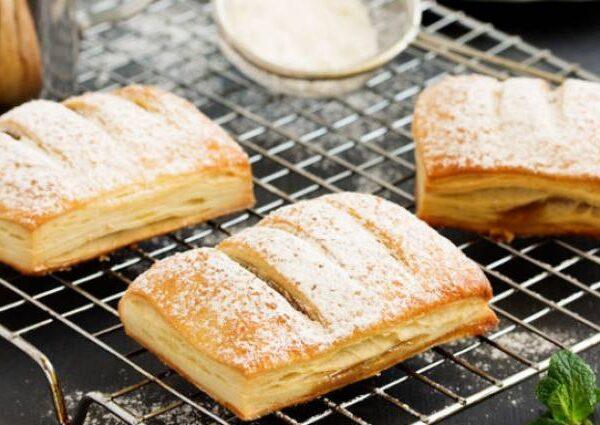 Συνταγή για νηστίσιμη μηλόπιτα με χαλβά και καρύδια