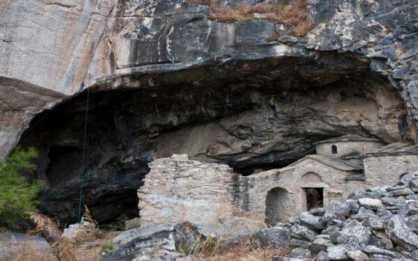 Τα μυστήρια, οι θρύλοι και η αλήθεια για τη Σπηλιά του Νταβέλη