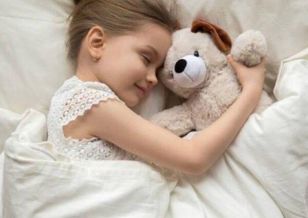 Τα σημάδια ότι το παιδί δεν κοιμάται αρκετά