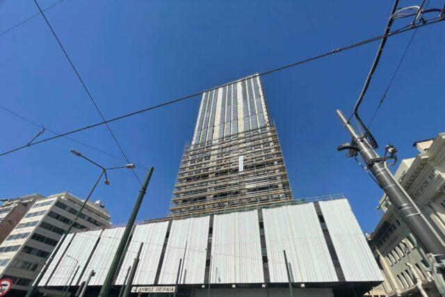 Πύργος Πειραιά : Ανεβαίνει η σκαλωσιά , φεύγει η παλιά πρόσοψη [video]