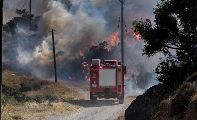 Συναγερμός: Μεγάλη φωτιά τώρα στην Πάρνηθα – Δασική πυρκαγιά και στον Κάλαμο!